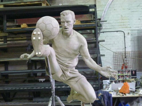 Bergkamp statue2